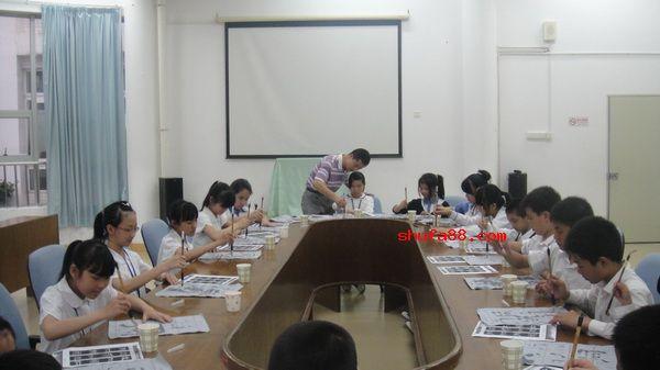 东和小学书法课活动
