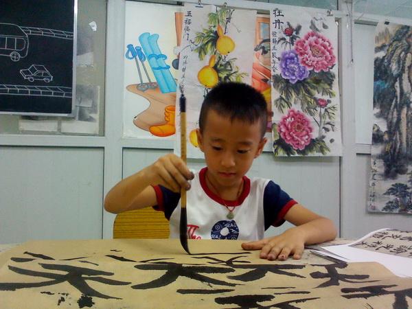 钟文轩六岁学书法